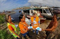 Equipe socioambiental do Prosamim realiza sensibilização no entorno da área da ETE no EducandoS