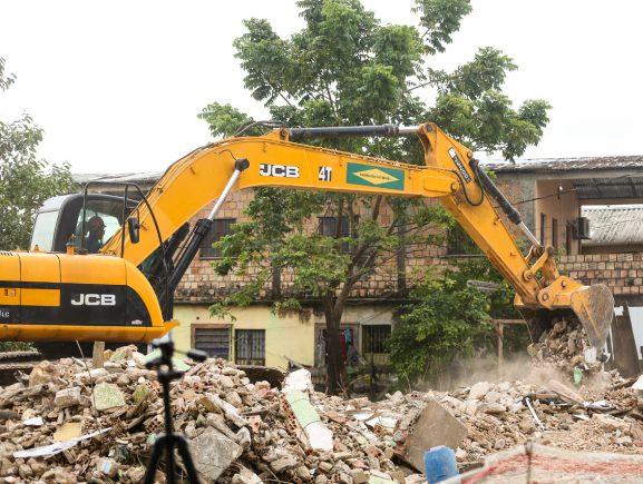 UGPE inicia demolições das residências do Presidente Vargas para execução das obras do Prosamim