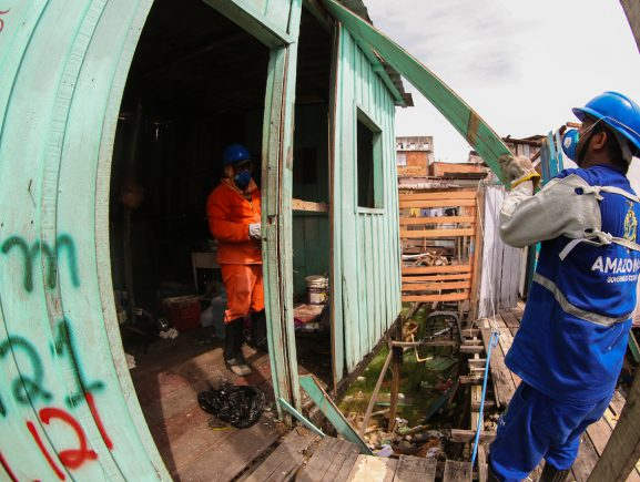 Governo do Amazonas inicia demolições em área de intervenção do Prosamim no Igarapé do 40