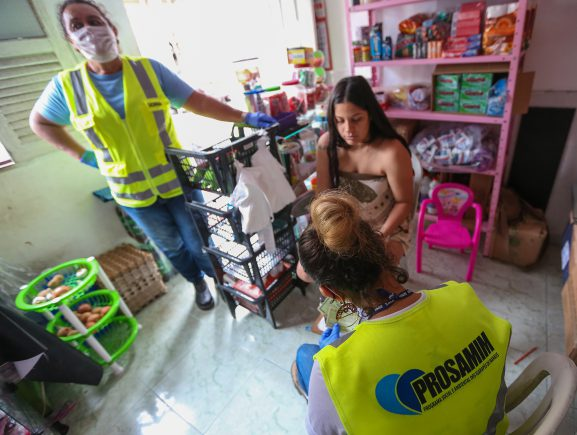 Equipes de plantão do Prosamim atuam nas áreas de intervenção do programa na zona sul de Manaus