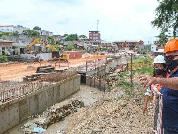 Obras do Prosamim são inspecionadas por especialista do Banco Interamericano de Desenvolvimento