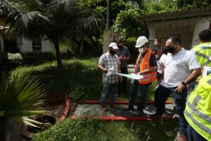 Projeto do Prosamim para preservação das nascentes do igarapé de Manaus é apresentado para esclarecer moradores da área