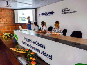 Prosamin+ consulta moradores do Residencial Gilberto Mestrinho sobre construção de áreas de lazer